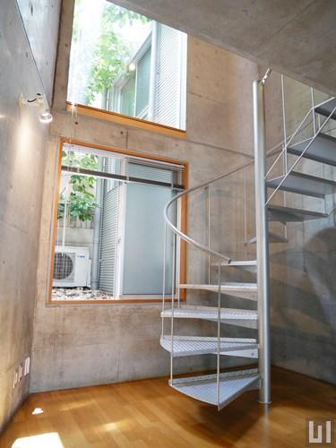 103号室 - 階段