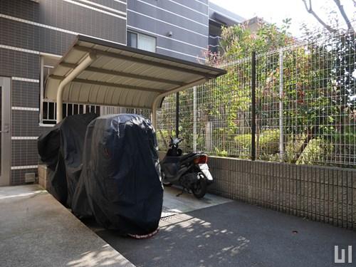 屋根付きバイク置き場