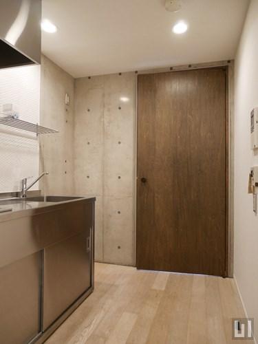 102号室 - 廊下・キッチン