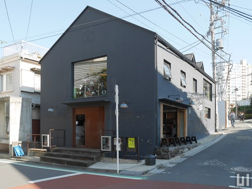 Deus Ex Machina Cafe Harajuku