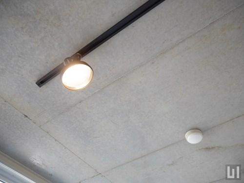 Cタイプ - 照明