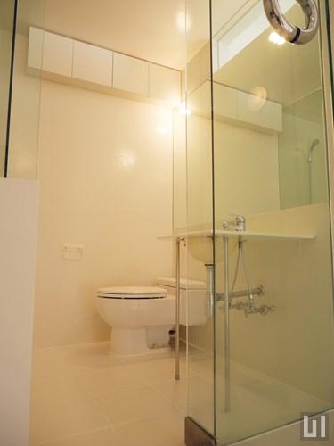 303号室 - 洗面台・トイレ