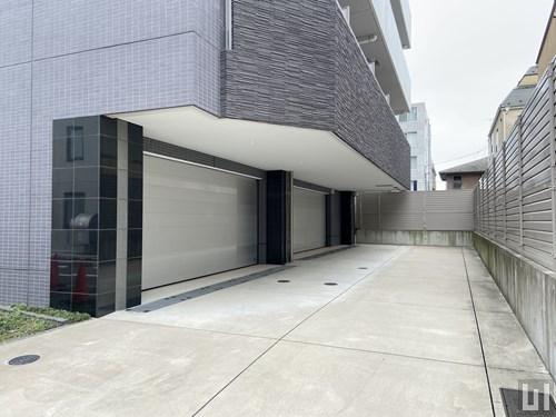 1階住戸用ビルトインガレージ