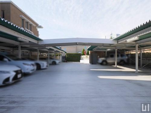 屋根付き平置き駐車場
