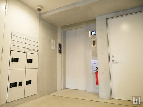 宅配ボックス・エレベーター