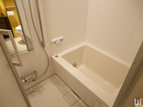 Fタイプ - バスルーム
