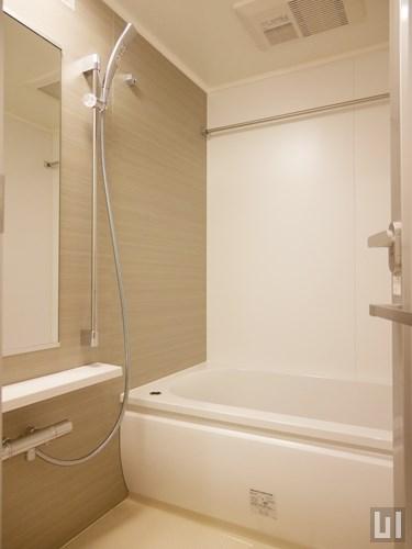 E'タイプ - バスルーム