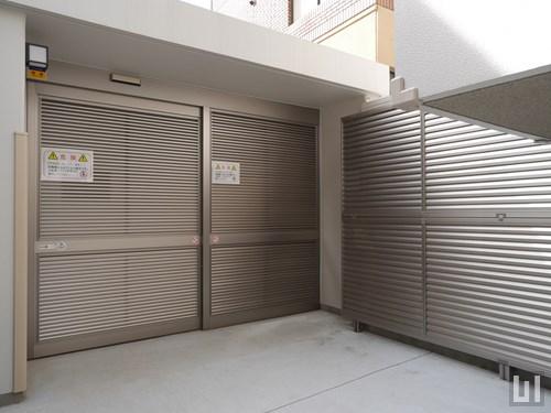 駐輪場に防犯ゲートが備わります