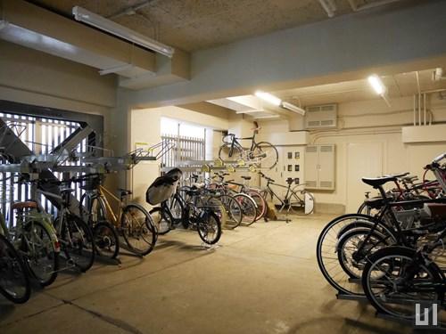 駐輪場は防犯用ゲートが備わります