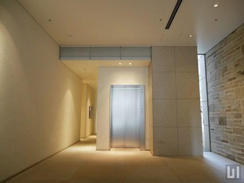 エントランスホール / エレベーター