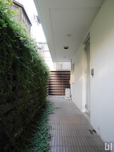 Aタイプ - 玄関前・ウッドデッキ