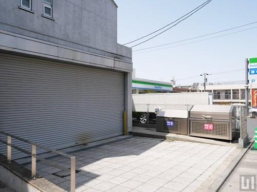 駐車場・ゴミ置き場