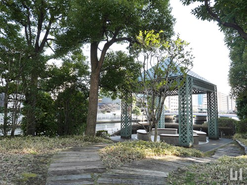 芝浦運河沿い緑地