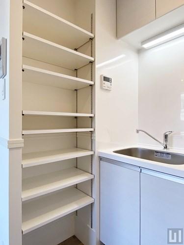 1R 24.83㎡タイプ - キッチン横収納棚