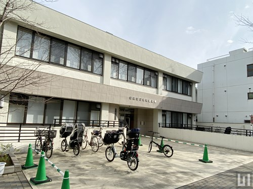 豊島区立巣鴨図書館