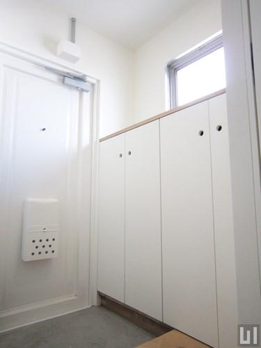 301号室 - 玄関