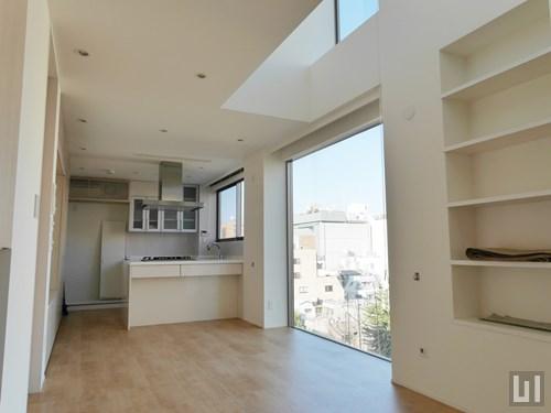 8階 - リビング・キッチン