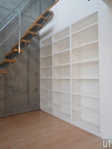 Dタイプ - 階段下収納