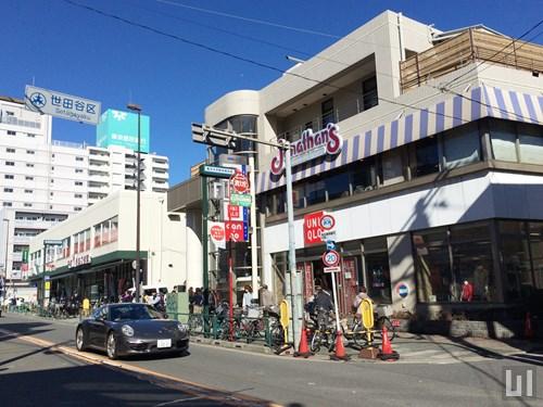 ユニクロ 駒沢自由通り店 - ジョナサン 駒沢店