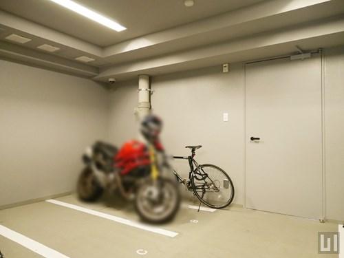 屋内バイク置き場